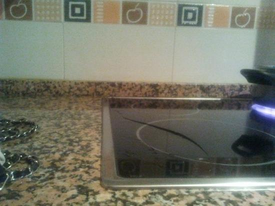Apartamento Corona de Aragon : vitroceramica del apartamento nuevo y moderno