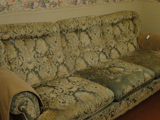 """I Capricci di Merion: Il divano """"fumoso"""" da pensionare"""