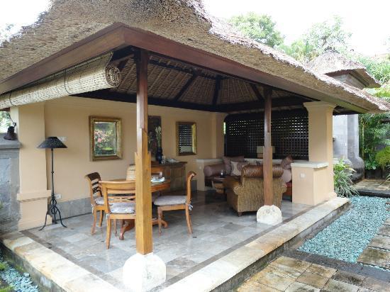 Four Seasons Resort Bali at Jimbaran Bay: 屋外のリビング