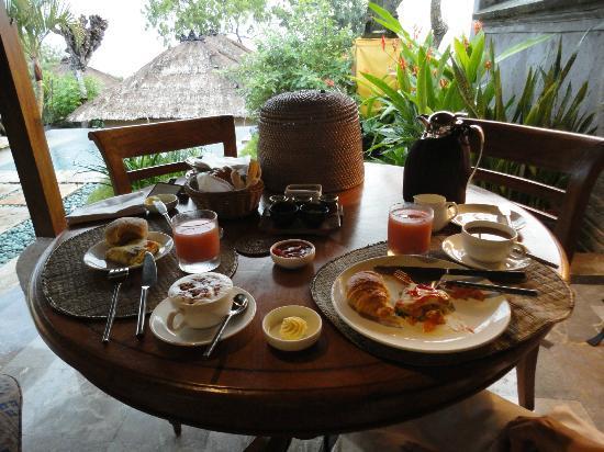 Four Seasons Resort Bali at Jimbaran Bay: ルームサービスで頼んだ朝食