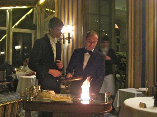 Villa d'Este: Flaming crepes for dessert!