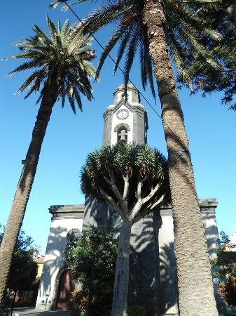 Marquesa Hotel: church opposite which does ring its bell every 15 mins from 7am to 11pm!!