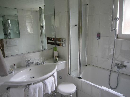 Hotel Metropol & Spa Zermatt: バスルーム