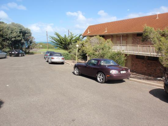 Kangaroo Island Seaside Inn: PLENTY OF PARKING FOR OUR CARS