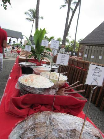 Island Breeze Luau at the King Kamehameha Hotel: The Luau Food