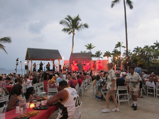 Island Breeze Luau At The King Kamehameha S Kona Beach Hotel