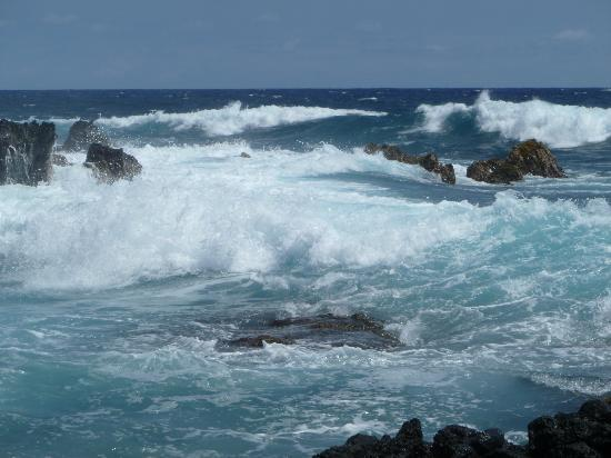 South Point (Ka Lae) og Green Sand Beach: This is what the hike along the ocean to beach looks like!