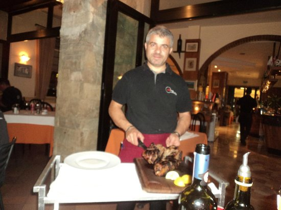 Ristorante Alfredo Sull'Arno: The Boss at Work