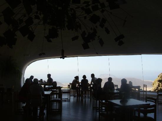 il salone ..il lampadario - Foto di Mirador del Rio, Lanzarote ...