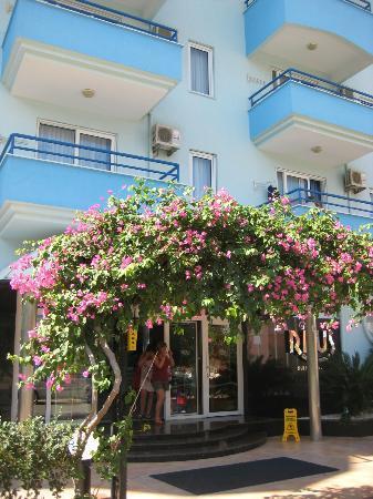 Risus Suit Hotel: Hotel van buiten