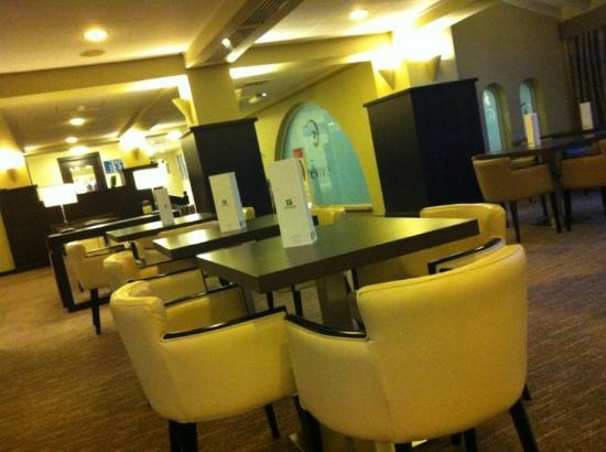 Holiday Inn Birmingham-Bromsgrove: Bar area