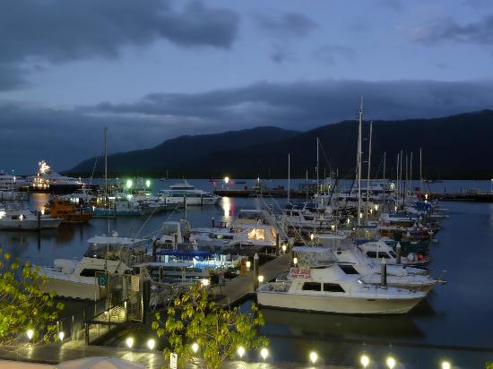 Shangri-La Hotel, The Marina, Cairns: View at night
