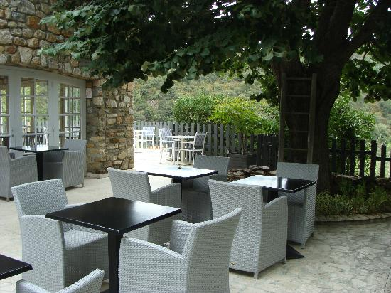 Le Relais Des Chartreuses: Patio for dining or drinks