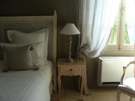 Le Relais Des Chartreuses: Comfortable bed