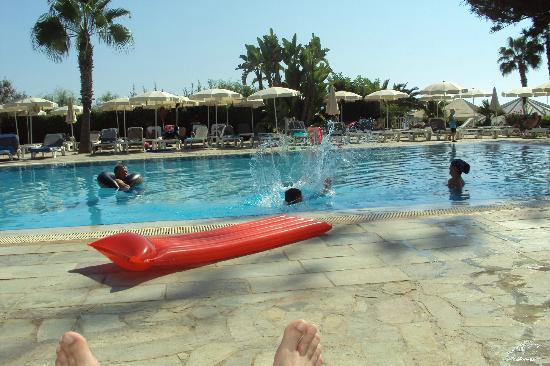 Nissi Beach Resort: pool area