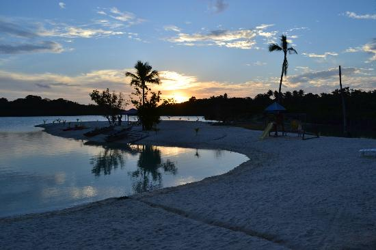 Aquana Beach Resort: Sunset