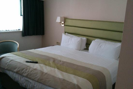 Hellidon Lakes Golf & Spa Hotel: The bed