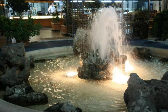 Hotel Mogren: Fountain at Self Service Restaurant