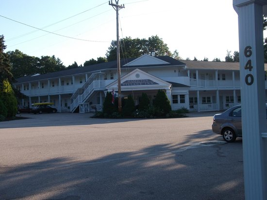 Hamilton Village Inn : View from the road.