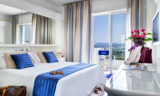 Atlantic Hotel Riccione: Camera Matrimoniale Deluxe Vista Mare