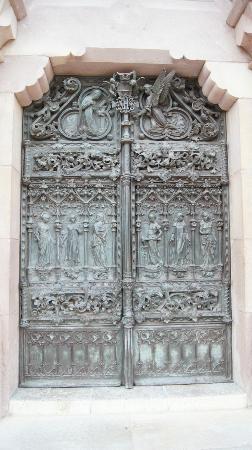 Puerta de bronce (1000kg) Universidad Pontificia de Comillas