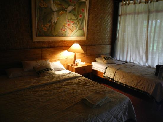 Jati Home Stay: Poor Lighting