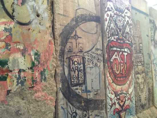Newseum: Section of Berlin Wall that faced the West