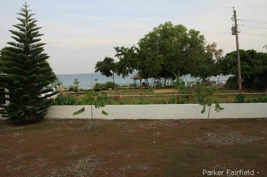 La Pernela Beachfront Resort: Grounds