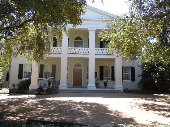 Monmouth Historic Inn Natchez: view from front