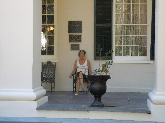 Monmouth Historic Inn Natchez: waiting for Anna the taxi