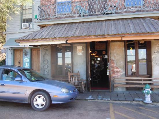 Monmouth Historic Inn Natchez: the oldest saloon