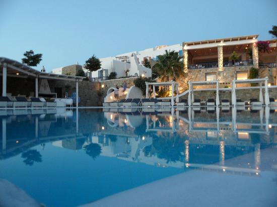 Mykonos Grand Hotel & Resort: Pool at dusk