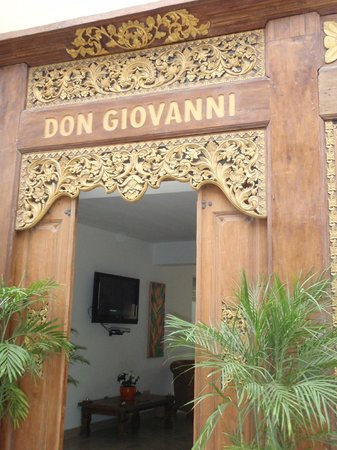 Don Giovanni / Balinese Suites y Gelateria: Hotel entrance