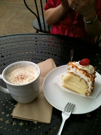 Well Bred Bakery & Cafe: Chai Tea and Coconut cake