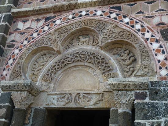 Porte de la chapelle partie sup rieure bild von chapelle st michel d 39 aiguilhe le puy en - Porte de la chapelle five ...