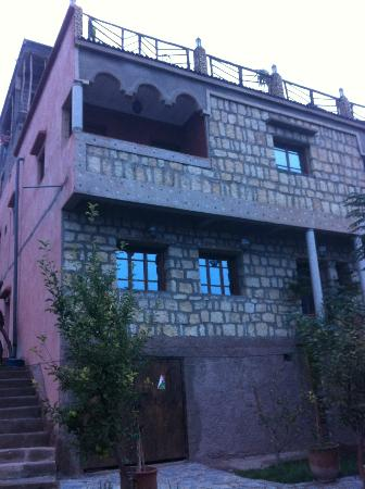 Imlil Lodge : Room with balcony to view out across the hills