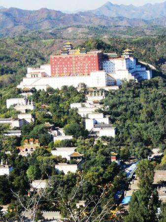 Qingchuifeng National Forest Park: copied the Potala Palace of Dalai Lama