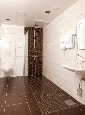 First Hotel Victoria: Bath room suite