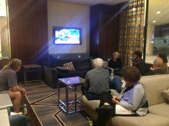 Hyatt Regency Crystal City at Reagan National Airport: Comfortable Lobby-for watching the debates