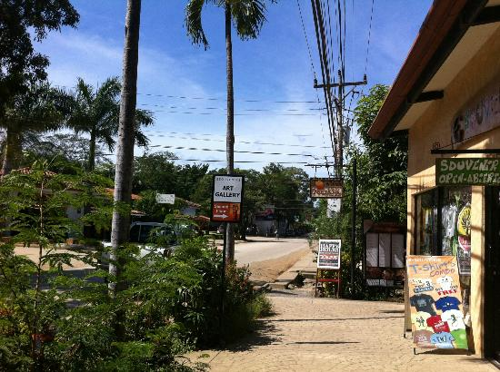 Hotel Tamarindo Diria: The town outside of the resort