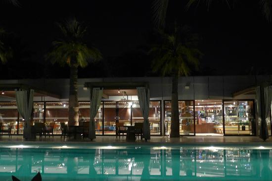 Desert Palm Dubai: Pool and Epicure