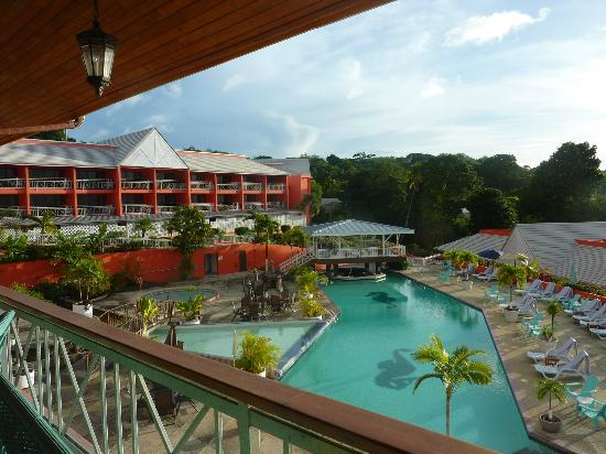 Le Grand Courlan Spa Resort: View from Restaurant to main hotel and pool