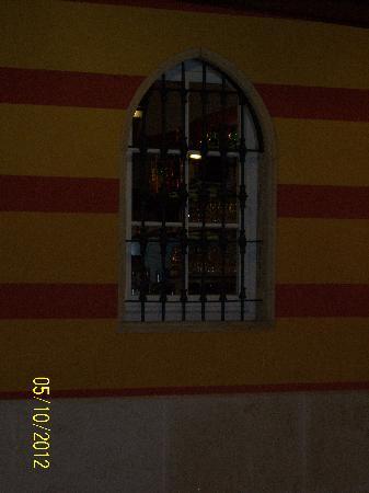 Hotel Villa Malaspina : Il bar visto dalla piscina.