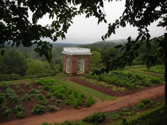 Thomas Jeffersonu0027s Monticello: Gardens Outside Monticello