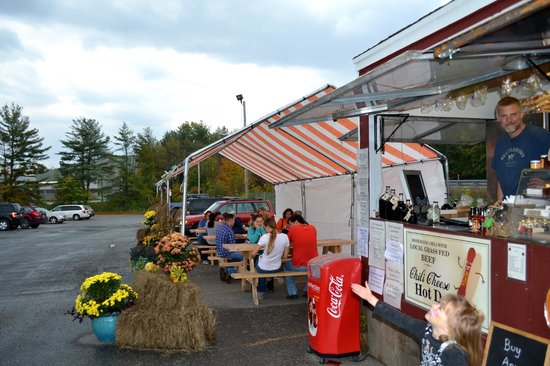 Black Bear Sugarworks Farm Stand: Covered outdoor seating