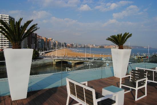 NH Gijón: terraza en la azotea