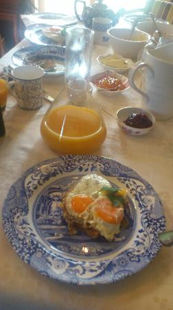 Eden Villa Bed & Breakfast: Home-Made Breakfast