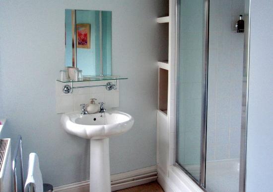 Weston House : Sunflower ensuite shower room