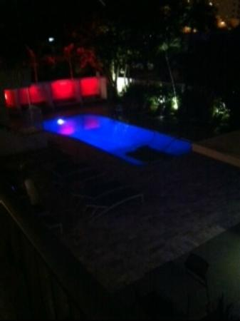 Royal Palms Resort & Spa: Front pool view at night from room 1212