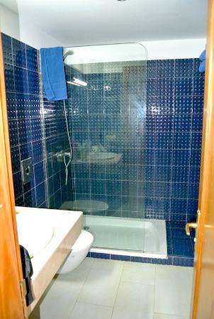 Renoviertes Bad mit Boden ebener Dusche - Picture of Aparthotel ... | {Bad dusche 32}